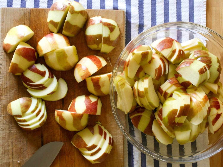 20141006-apple-pecan-pie-apples-jennifer-latham.jpg