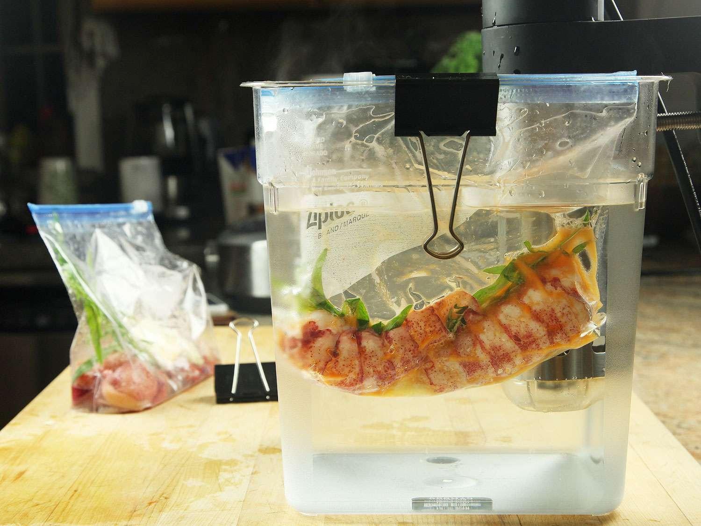 20161208-sous-vide-lobster-39-cooking.jpg
