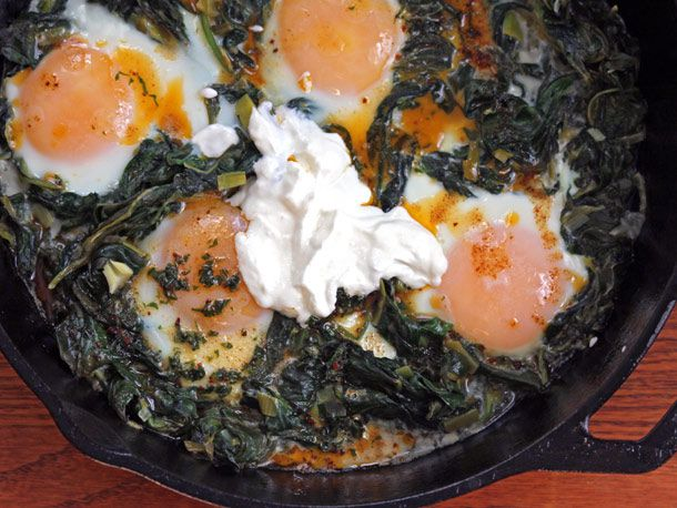 Baked eggs and spinach skillet