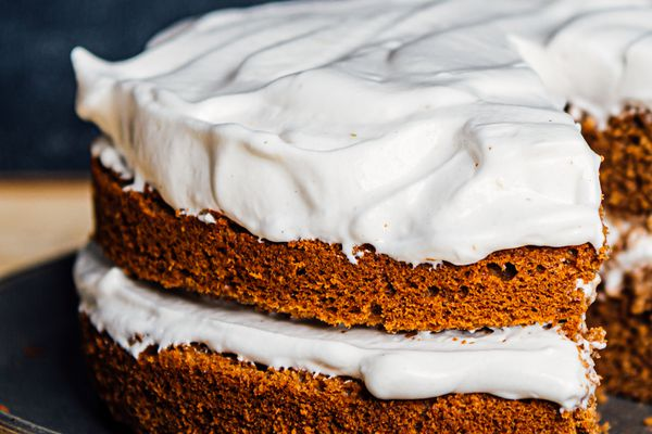 a layer cake with aquafaba meringue frosting