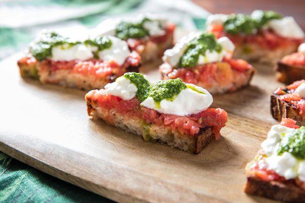 20180913-beer-pairings-crisp-clean-beer-pantry-burrata-tomato-pesto-toast-vicky-wasik-closeup