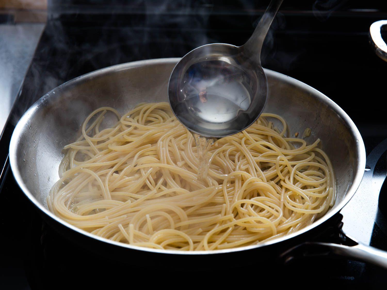 20160219-pasta-aglio-olio-vicky-wasik-5.jpg