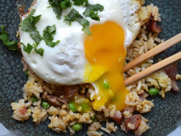 226982-20121027-sunday-brunch-bacon-egg-fried-rice.JPG