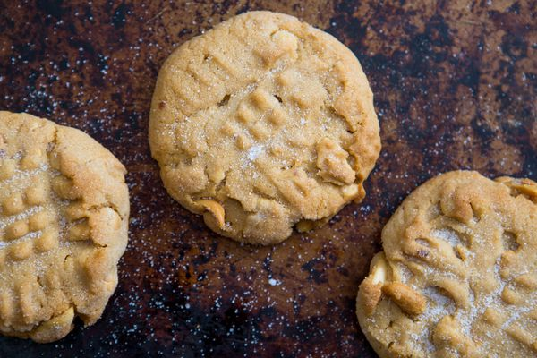 20151111-soft-crunchy-peanut-butter-cookies-vicky-wasik-006.jpg