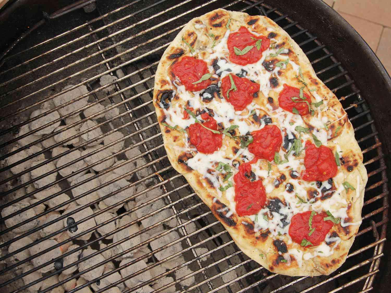 20160602-favorite-grilling-recipes-pizza.jpg