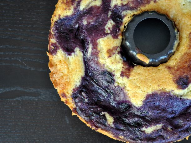 20120802-wakeandbake-blueberry-marble-coffee-cake.JPG