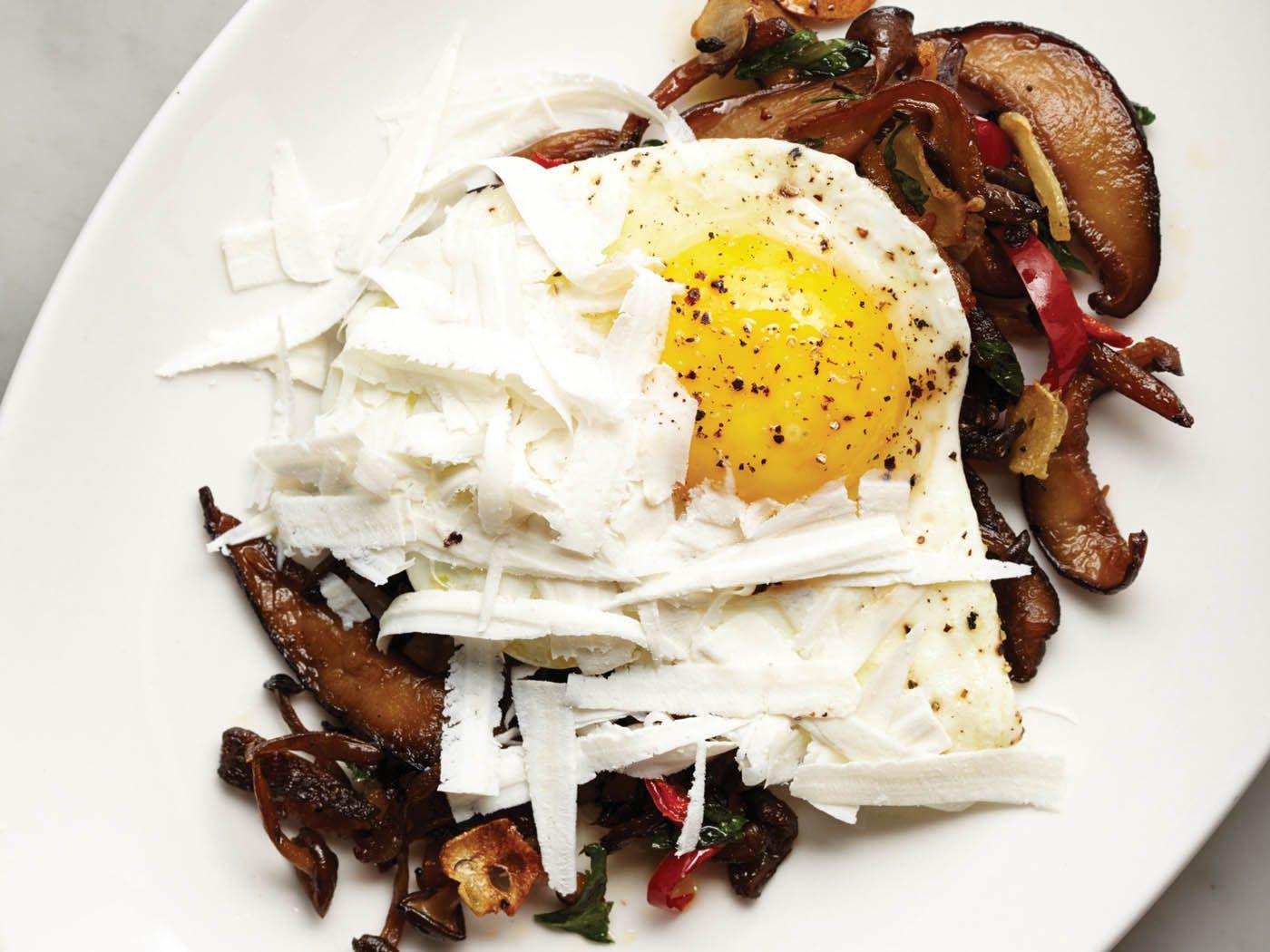 20141029-downtown-italian-roasted-mushrooms-with-bacon-and-eggs-tara-donne.jpg
