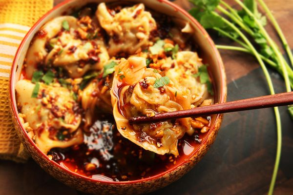 Bowl of Sichuan-style wontons in hot and sour vinegar and chili oil sauce