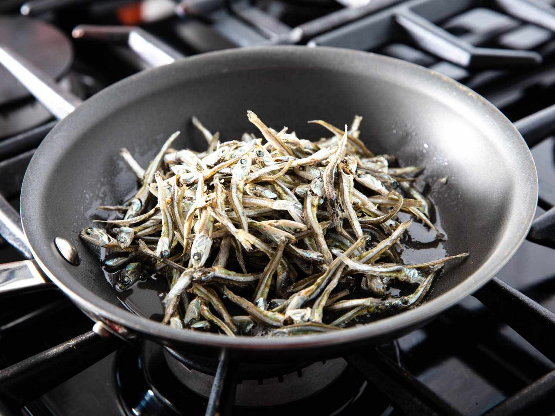 20200224-MYEOLCHI-BOKKEUM-Stir-fried-anchovy-banchan-vicky-wasik-3