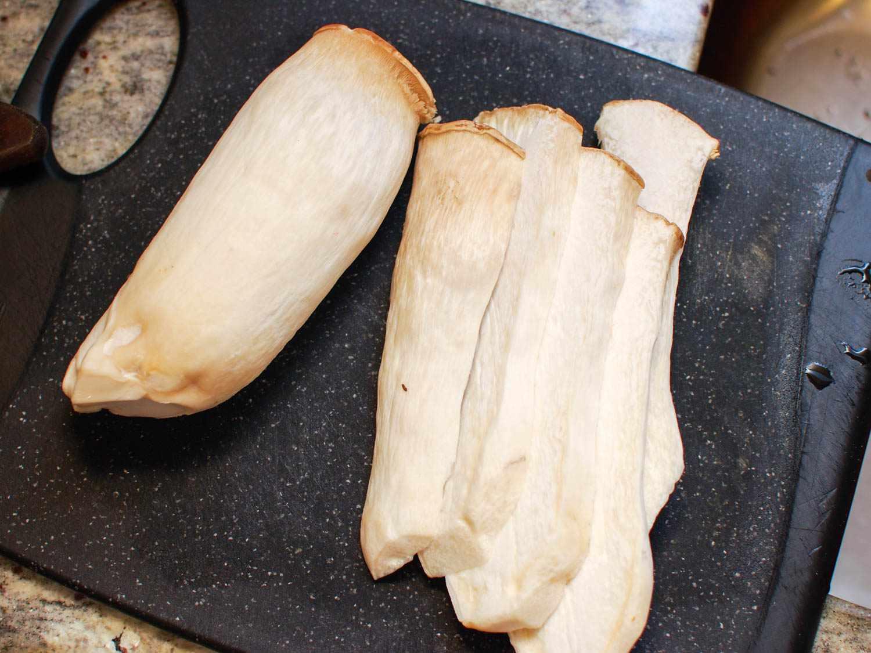 06182015-grilled-mushrooms-sesame-dressing-shaozhong-3.jpg