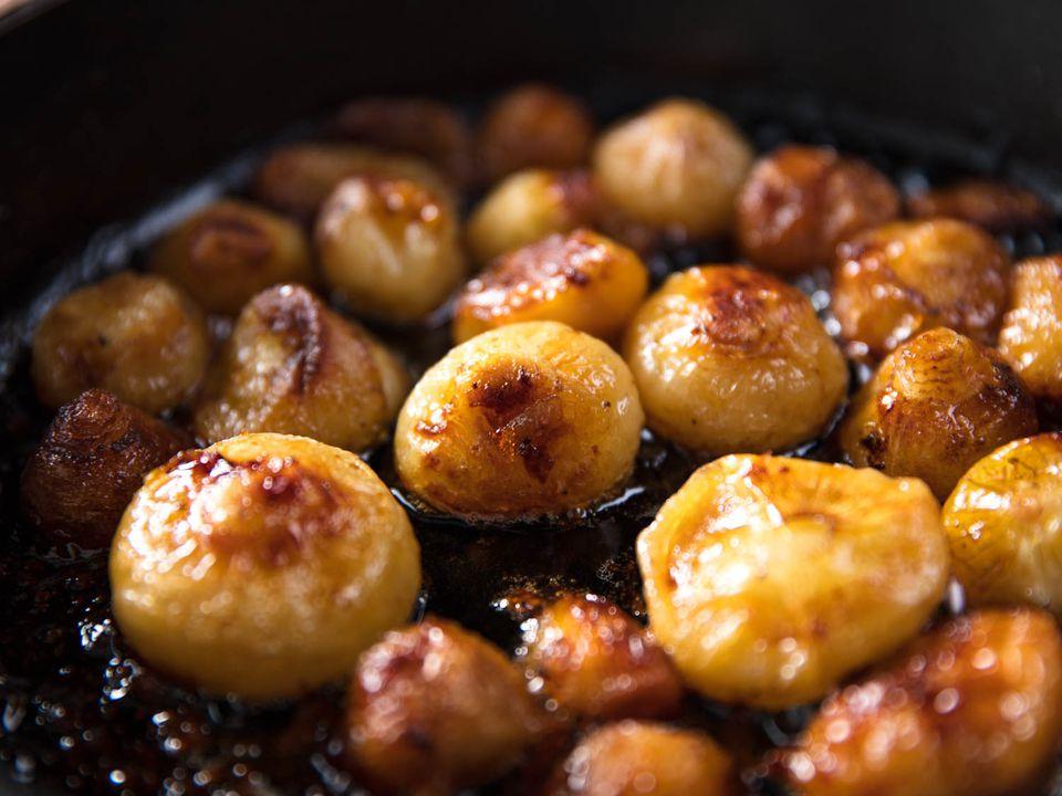 20170908-roasted-vegetables-vicky-wasik-onions3.jpg