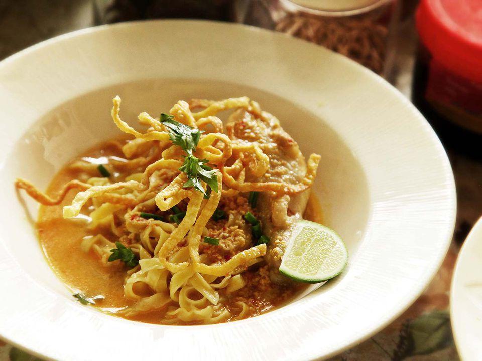 20140707-small-house-thai-cooking-school-khao-soi-10.jpg