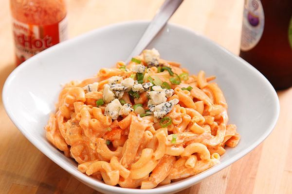 20121016-macaroni-and-cheese-variations-buffalo-chicken.jpg