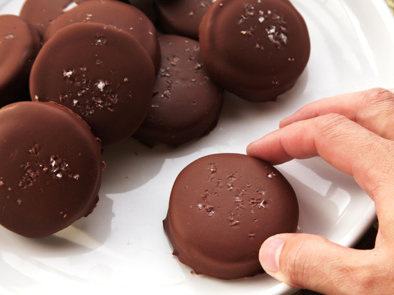 20141207-shortbread-cookie-caramel-chocolate-twix-recipe-17.jpg