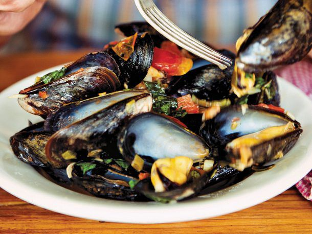 Mussels Fra Diavolo with Roasted Garlic
