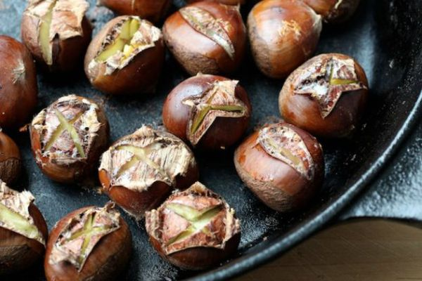 20121128-231780-bar-bites-oven-roasted-chestnuts-with-spiced-melted-butter-thumb-625xauto-289551.jpg