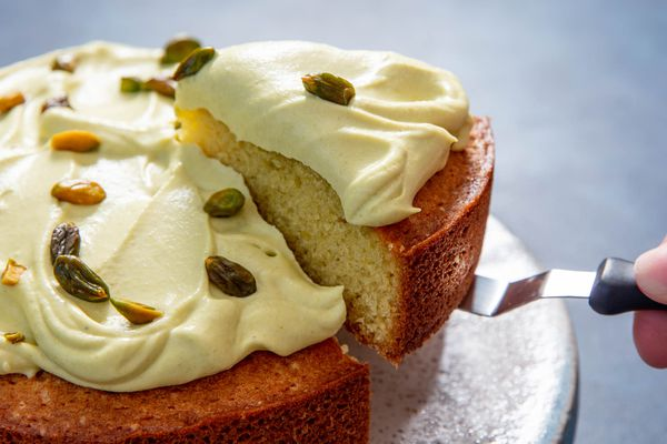20190524-pistachio-oil-cake-vicky-wasik-4