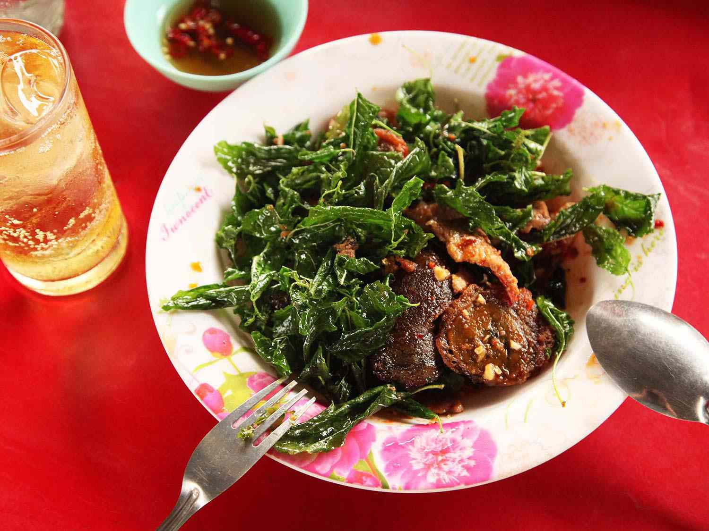 20140714-egg-pork-fried-basil-stir-fry-bangkok-12.jpg