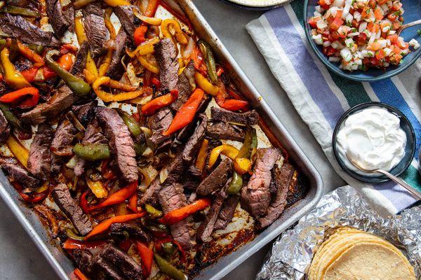 20200106-sheet-pan-skirt-steak-fajitas-vicky-wasik6