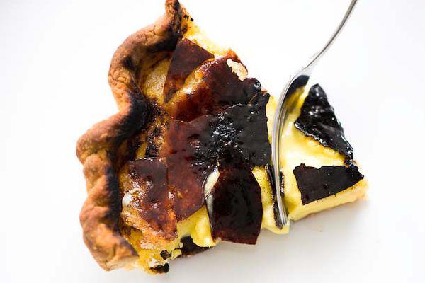 20120409-195206-creme-brulee-pie-610x458-1.jpg