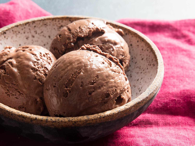 20190430-chocolate-no-churn-ice-cream-vicky-wasik-15
