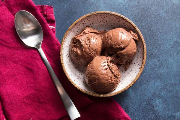 20190430-chocolate-no-churn-ice-cream-vicky-wasik-16