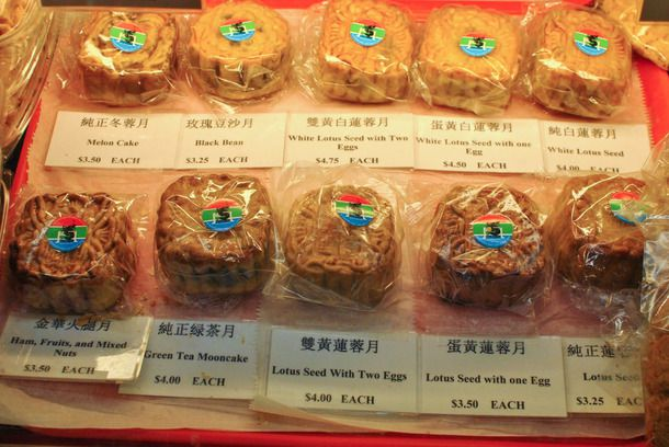 20141001-chinese-bakery-sweets-lung-moon-moon-cake.jpg