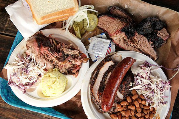 20120826-franklins-barbecue-austin-texas-05-thumb-500xauto-268274.jpg