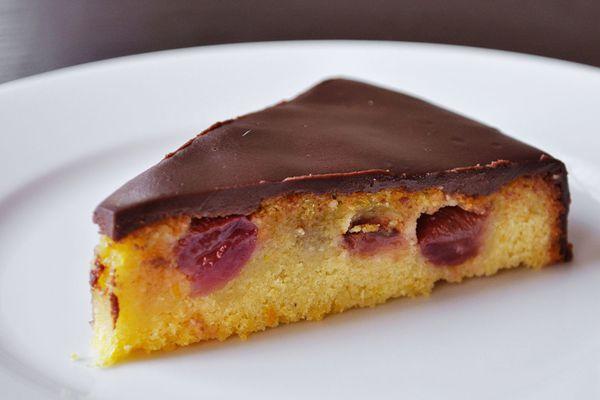 20140514-olive-oil-cake-with-grapes-slice-primary.jpg