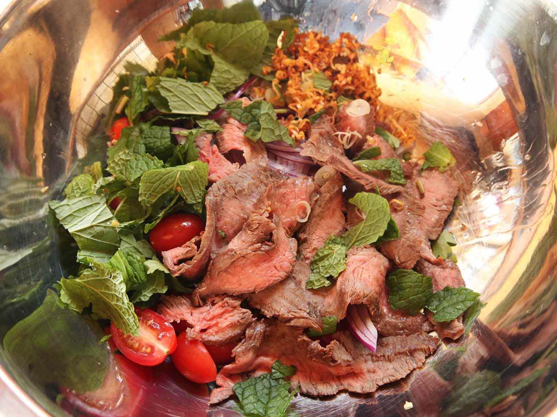 20141030-issan-salad-steak-kenji-09.jpg