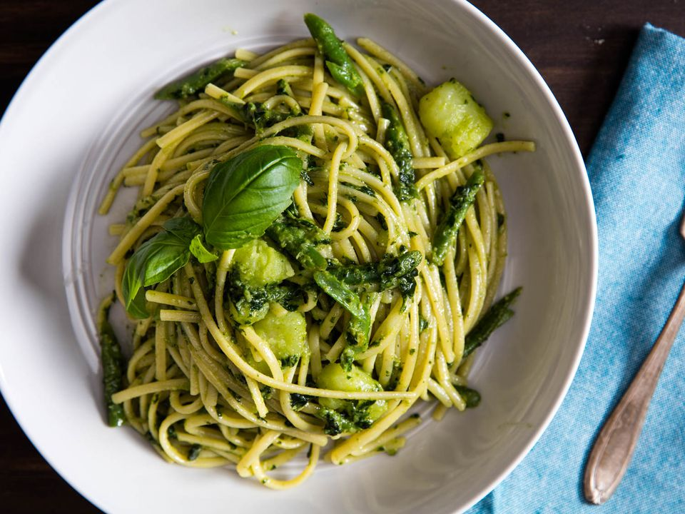 20160209-finishing-pasta-pesto-vicky-wasik-8-2.jpg
