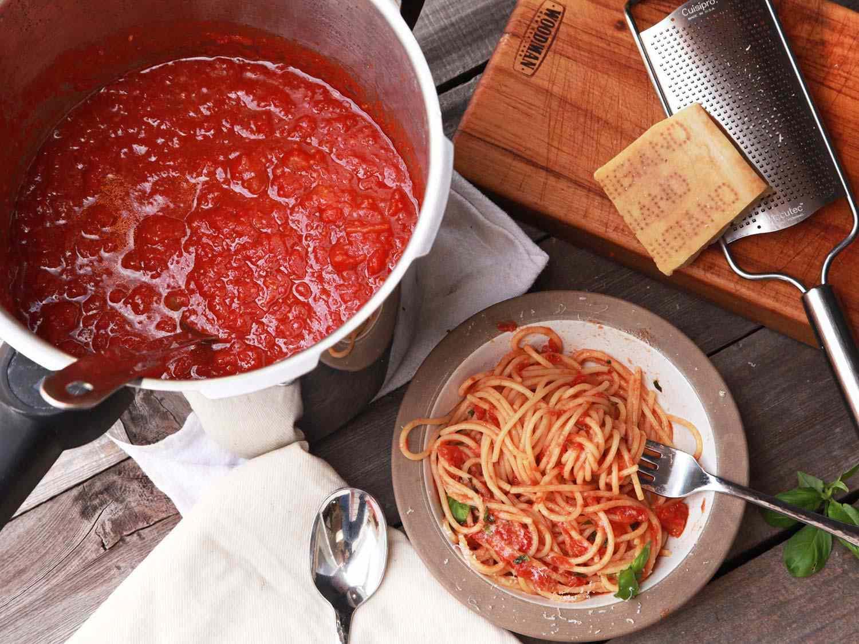 20161016-pressure-cooker-red-sauce1.jpg