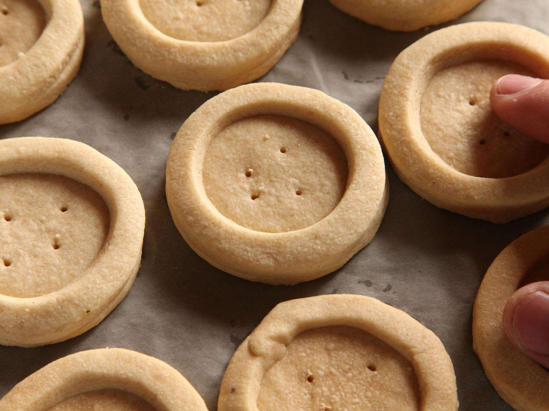 20141207-shortbread-cookie-caramel-chocolate-twix-recipe-09.jpg