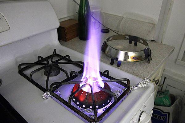 20140423-wok-mon-testing-food-lab-5.jpg