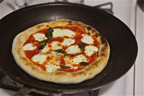 20100909-pizzology-neapolitan-pizza-11.jpg