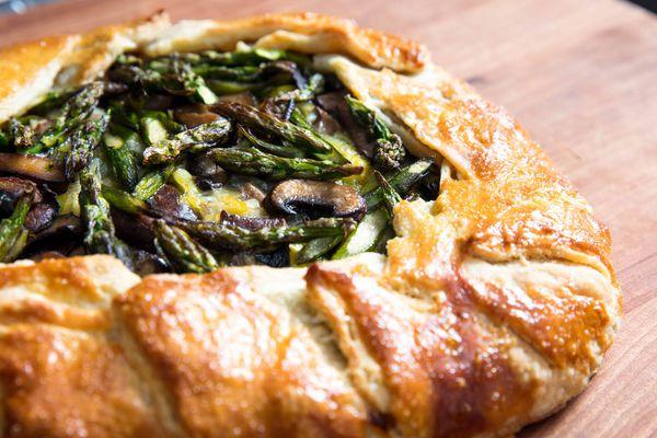 20190426-savory-spring-vegetable-galettes-vicky-wasik-leeks-asparagus-mushroom-fontina9