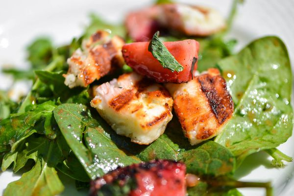 20140711-grilled-strawberry-and-halloumi-salad-joshua-bousel.jpg