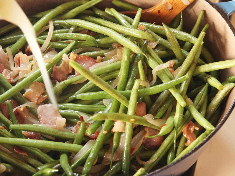 20141109-braised-green-beans-recipe-food-lab-thanksgiving-06.jpg