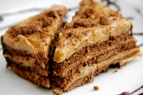 Argentinian chocotorta, a chocolate cake made of chocolate wafer cookies, queso crema, dulce de leche, and coffee.