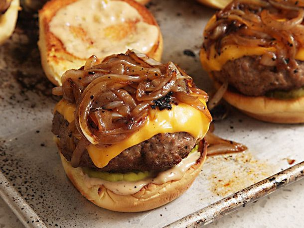 cheeseburger with onions