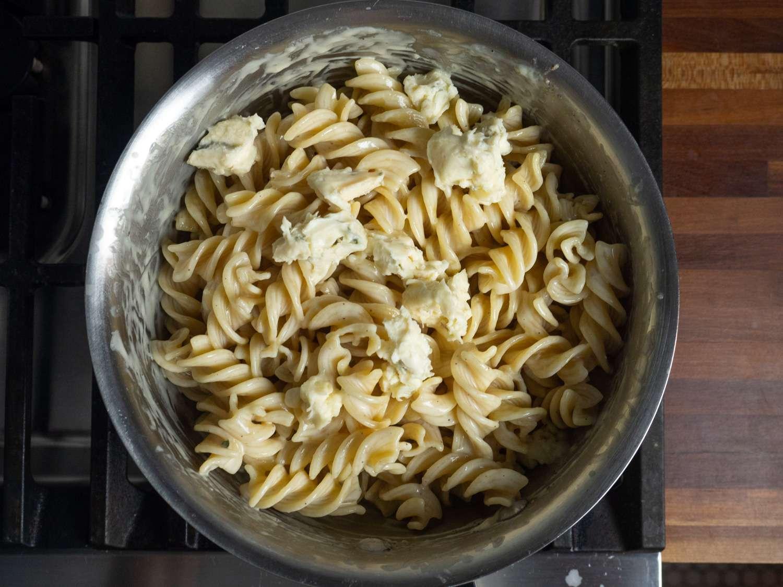 20210204-quattro-formaggi-four-cheese-pasta-sauce-daniel-gritzer-6
