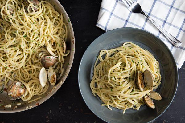 20160210-pasta-alle-vongole-vicky-wasik-017.jpg