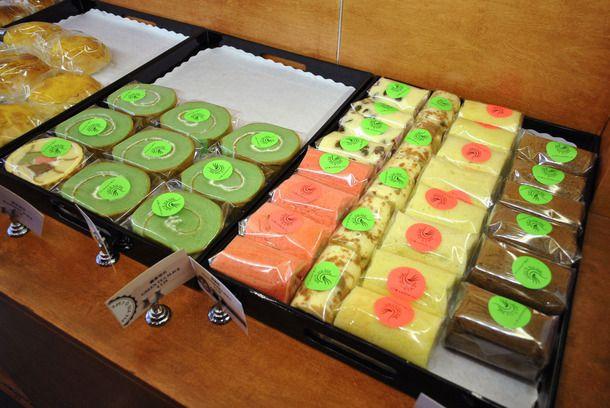 20141001-chinese-bakery-sweets-white-swan-bakery-cake-roll.jpg