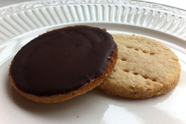 20130411-cookiemonster-chocdigestives.JPG