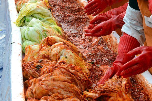 20201116-kimjang-kimchi-making-2-shutterstock