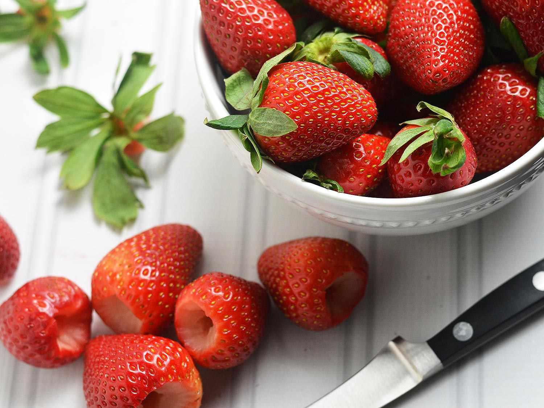 20150212-balsamic-strawberry-goat-cheese-dip-valentines-day-04.jpg