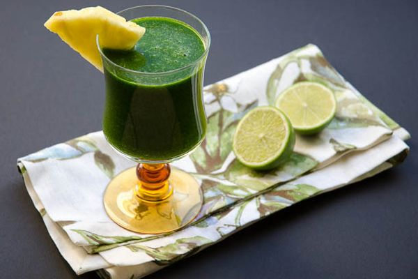 tropical green juice with pineapple and lime