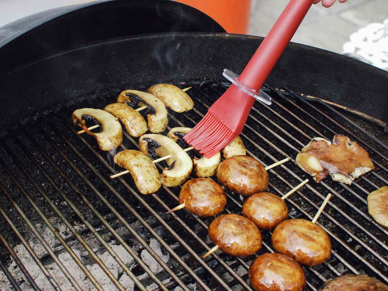 06182015-grilled-mushrooms-sesame-dressing-shaozhong-8.jpg