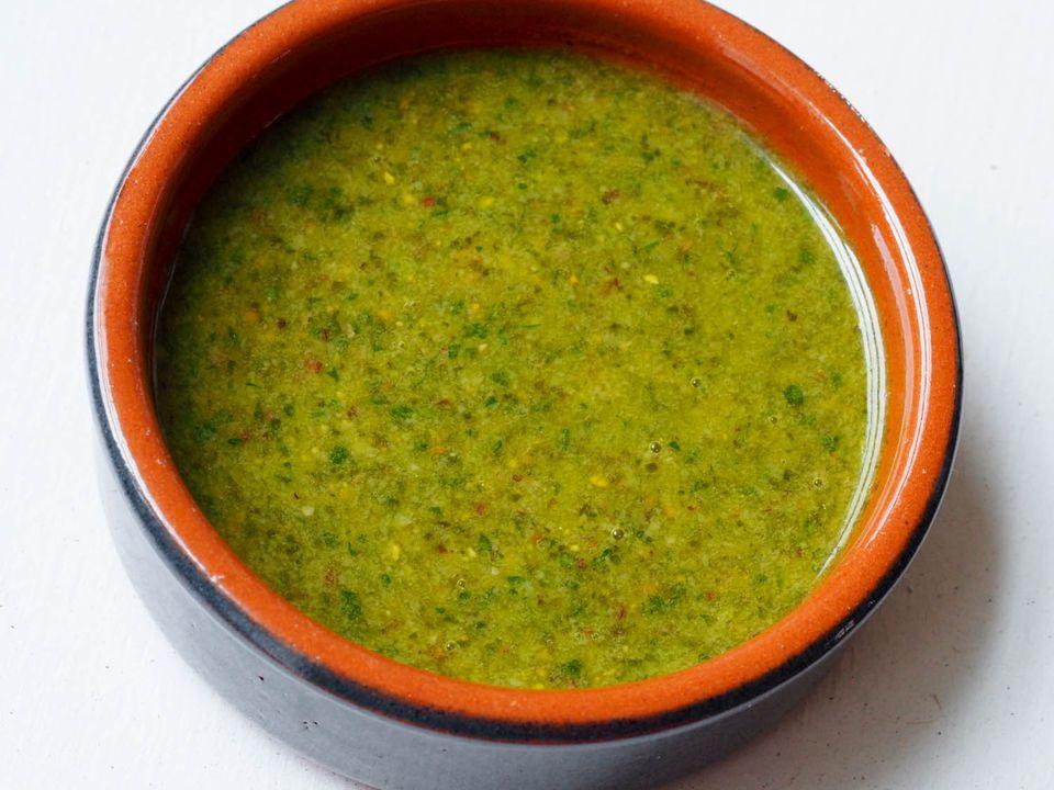 20140805-mint-feta-pesto-daniel-gritzer-blended-sauce.jpg