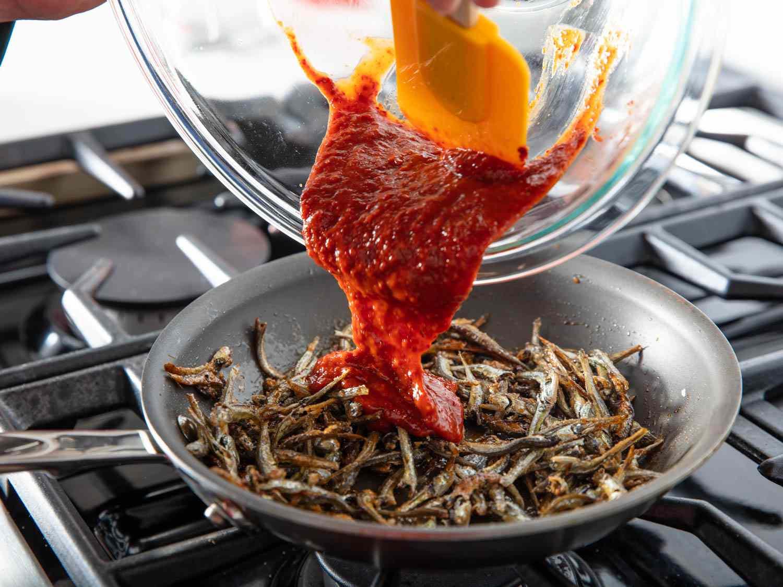 20200224-MYEOLCHI-BOKKEUM-Stir-fried-anchovy-banchan-vicky-wasik-5